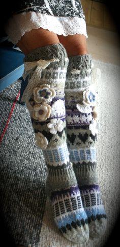 Harmaat Crochet Leg Warmers, Knit Mittens, Crochet Slippers, Knitting Socks, Hand Knitting, Knitting Patterns, Crochet Patterns, Crochet Quilt, Knit Crochet