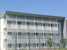 Kvalitní tepelní izolace oken hraje svou roli zejména v zimě a v horkém léte. Izolace vás totižto chráni nejen před větrem a mrazi, ale taky tak před vysokými teplotami. http://www.slovaktual.cz/clanky/tepelna-izolace-oken/
