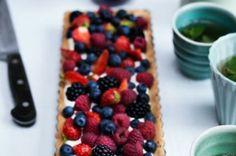 LCHF sommertærte med chokolade og friske bær