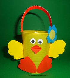Baby Chick Craft Basket from a paper cup Plastic Cup Crafts, Paper Cup Crafts, Easter Arts And Crafts, Craft Stick Crafts, Spring Crafts, Kids Crafts, Diy And Crafts, Easter Activities, Easter Baskets