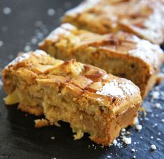 Here's an apple bread recipe with honey. We'll make it simple and quick with little fat, just sweetened with honey and the fructose from the apples. This unpretentious apple bread is ideal for tea . Easy Bread Recipes, Honey Recipes, Baking Recipes, Cake Recipes, Dessert Recipes, Quick Bread, Desserts, Make Ahead Breakfast, Breakfast Recipes