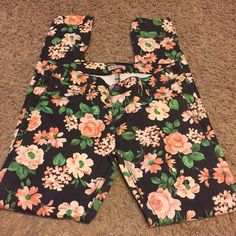 Floral printed skinny jeans Super cute skinny jeans! Good preowned condition! Looks great with sandals or heels. Size 3/28 30 inch inseam and 8 inch rise. Jeans Skinny
