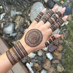 Full Hand Bridal Mehndi Designs Indian Wedding New Design are Best mehndi designs in these Henna mehndi designs will make your hands generally simple Circle Mehndi Designs, Latest Arabic Mehndi Designs, Finger Henna Designs, Henna Art Designs, Mehndi Designs For Girls, Indian Mehndi Designs, Mehndi Designs For Beginners, Modern Mehndi Designs, Mehndi Designs For Fingers
