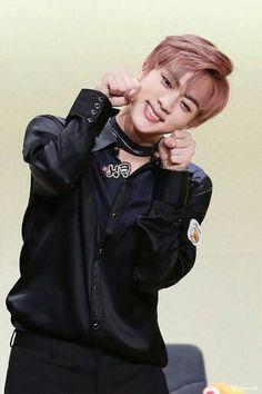Jin - Bts ♡♡♡♡♡ (TartaDeFresa04) Twitter ¿Te gusta el K-pop? Puedes pasar por mi cuenta de Twitter y seguirme, encontraras contenido de Kpop. Rapido! Estamos por llegar a los 100 seguidores >_<