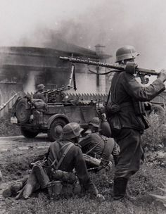 """Heer troops advance during the beginning of """"Unternehmen Barbarossa"""" (""""Operation Barbarossa""""). In the background a Kfz. German Soldiers Ww2, German Army, Military Photos, Military History, Mg34, Germany Ww2, German Uniforms, Ww2 Photos, Germany"""