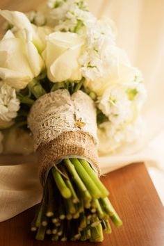 burlap + lace bouquet wrap | Leah Jean #wedding