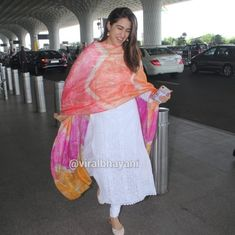 Janhvi Kapoor, Sara Ali Khan and other celebrities demonstrate the many virtues of wearing a basic kurta to the airport White Anarkali, Anarkali Dress, Ethnic Outfits, Indian Outfits, Indian Attire, Indian Wear, Suit Fashion, Fashion Outfits, Ethnic Trends