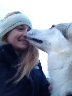 Whenever you get sad thinking about Game of Thrones, just remember that Sophie Turner aka Sansa Stark adopted the dog who played Sansa's direwolf, Lady, in the show's first season. Sophie Turner, Sansa Stark Actress, The Thirteenth Tale, Lady Games, Jean Grey Phoenix, Game Of Thrones Cast, Happy Again, Dire Wolf, Star Wars