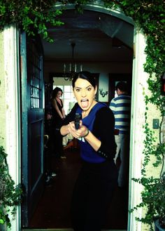 emily prentiss - Criminal Minds Behind The Scenes (courtesy Thomas Gibson) Best Tv Shows, Best Shows Ever, Favorite Tv Shows, Favorite Things, Criminal Minds Memes, Behavioral Analysis Unit, Paget Brewster, Crimal Minds, Netflix