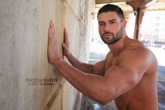 Brandon-DaCruz-Masculine-Desire-Burbujas-De-Deseo-02.jpg (1100×733)