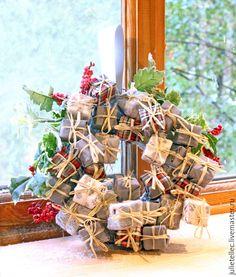 Купить Подарочки - серый, рождественский венок, венок на дверь, подарок, украшение интерьера, Новый Год