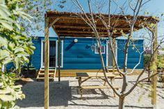 Mobil Home de alquiler en el camping situado en la Costa Dorada. Parking, Pergola, Outdoor Structures, Navy, Single Beds, Camper Van, Photo Galleries, Lights, Hale Navy