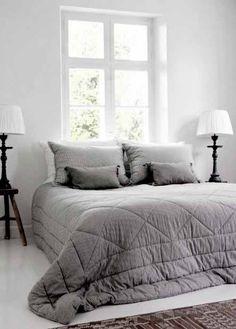 Gray and white bedroom.  #grayandwhitebedroom #minimalisticbedroom #brightbedroom