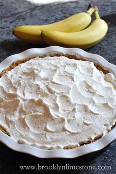 """Recipe: Banoffee """"Danger"""" Pie 3 bananas 1 tin of sweetened condensed milk 2 cups whipping cream 1 package of digestive biscuits or graham crackers 1 stick of butter 1 tsp vanilla 1 small bar of chocolate Digestive Cookies, Digestive Biscuits, Yummy Treats, Sweet Treats, Yummy Food, Banana Pie, Banana Cream, Banana Coffee, Banana Pudding"""