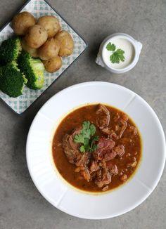 Høstens beste lammegryte - LINDASTUHAUG Chana Masala, Curry, Ethnic Recipes, Food, Cilantro, Curries, Eten, Meals, Diet
