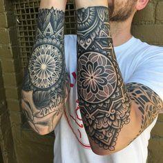 32 Unique Wrist Tattoos For Guys – Sleeve Ideas – Wrist Designs Geometric Sleeve Tattoo, Tattoo Sleeve Designs, Sleeve Tattoos, Wrist Tattoos For Guys, Forearm Tattoos, Body Art Tattoos, Neue Tattoos, World Tattoo, Badass Tattoos