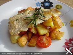Seelachsfilet auf mediterranen Kräuterkartoffeln