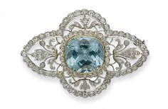 AN AQUAMARINE, DIAMOND, PLATINUM AND GOLD BROOCH. Edwardian or Edwardian style