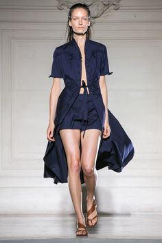 A look from the Maison Martin Margiela Spring 2015 RTW collection.