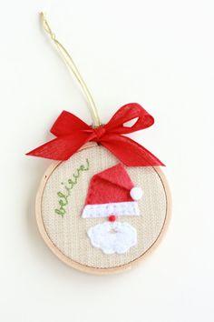 "Believe in Santa 3"" Hoop Art Christmas Ornament. A similar tutorial at: http://silvialagataconbotas.blogspot.com/2012/12/decoracion-navidena-decorating-for.html"
