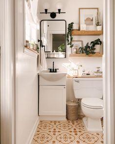 Tiny Bathrooms, Small Bathroom Ideas, Bathroom Wall Ideas, Decorating Bathroom Shelves, Bathroom Plants, Style Deco, Boho Bathroom, Rental Bathroom, Remodel Bathroom