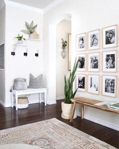 17 Amazing Entryway Wall Decor Ideas to Create Memorable First Impression Many things can be done to décor the entryway. From entryway wall shelf to gallery. Need ideas to decorate yours? Read our 17 entryway wall décor here Entryway Wall Decor, Decor Room, Hallway Bench, Entryway Ideas, Entry Wall, Hallway Ideas, Hallway Decorating, Bench Decor, Entrance Decor