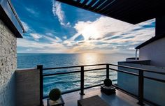 terrace-house-overlooking-the-sea-when-the-morning