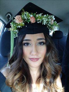 Made a flower crown to go under my grad cap using fresh flowers.   Air brush makeup by www.AprilleRicafranca.com  Ombré hair by #hairbysarahdizon