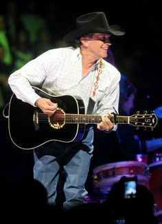 George Strait stopped off in Bossier City for his Cowboy Rides Away tour #country #music