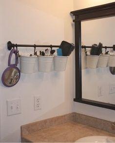 Hanging bathroom storage ideas to maximize your small bathroom space 17 - GODIYGO. Creative Bathroom Storage Ideas, Small Bathroom Storage, Bathroom Organisation, Diy Organization, Bathroom Ideas, Small Bathrooms, Bathroom Vanities, Bathroom Renovations, Bathroom Designs