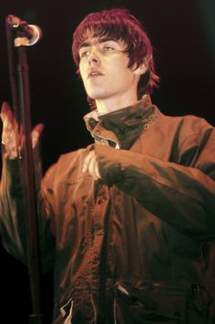 Guess god thinks Liam is a cat: Archive Gene Gallagher, Liam Gallagher Oasis, Oasis Band, Liam And Noel, El Rock And Roll, Britpop, Aaliyah, Musical, Music Bands