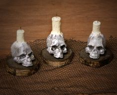 Creepy Miniature Skull with Candle for your Dollhouse by DinkyWorld on Etsy - Halloween Shadow Box, Halloween Clay, Halloween Miniatures, Halloween House, Fall Halloween, Haunted Dollhouse, Haunted Dolls, Dollhouse Miniatures, Dollhouse Ideas