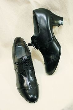 DEAD STOCK 40'S~ WING TIP LACE UP LEATHER SHOES (BLK) - PATINAS VINTAGE CLOSET