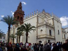 Bellísima es la Iglesia Parroquial de San Miguel construida en el siglo XVIII