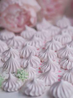 Marengit - Leivonta - Annin Uunissa Pavlova, Coconut Flakes, Macarons, Icing, Spices, Food And Drink, Sweet, Desserts, Christmas