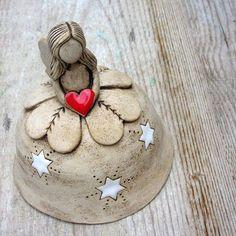 Vánoční víla - keramický zvonek Ceramic Decor, Ceramic Clay, Ceramic Pottery, Pottery Art, Pottery Angels, Pottery Handbuilding, Hand Built Pottery, Pottery Designs, Cold Porcelain