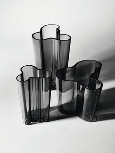 To celebrate the 80th anniversary of the iconic Alvar Aalto Collection in 2016, Iittala introduced a smoky and harmonious dark grey colour to the collection.