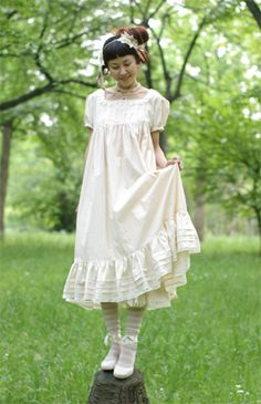 Very Hagu style dress, would love to find a pattern for this style dress