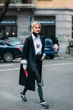 """These Milan Fashion Week Street Style Moments Will Have You Saying, """"What Runway? Autumn Street Style, Street Style Looks, Street Style Women, Look Fashion, Korean Fashion, Womens Fashion, Fashion Tips, Fashion Design, Fashion 2018"""