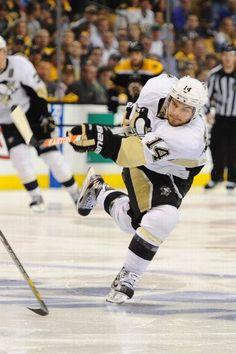 I wish he still played for the Ducks. Nhl Hockey Teams, Pens Hockey, Ice Hockey, Pittsburgh Sports, Pittsburgh Penguins Hockey, Chris Kunitz, Hockey Girlfriend, Lets Go Pens, Hockey World