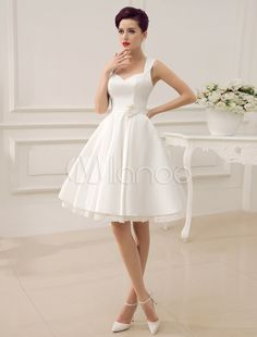 Vestido de novia con escote en corazón y flor Milanoo