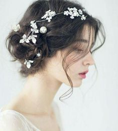Beautiful bride hair style - Page 39 of 39 - zzzzllee Prom Hairstyles For Short Hair, Bride Hairstyles, Aesthetic Girl, Ulzzang Girl, Beautiful Bride, Bridal Hair, Curly Hair Styles, Marie, Hair Makeup
