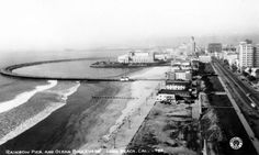 Circa 1935 aerial view of Rainbow Pier, with Ocean Avenue on the right. Courtesy of the Photo Collection - Los Angeles Public Library.
