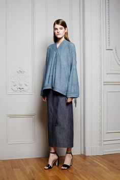 Adam Lippes resort 2015. An idea for that summer blouse-- maybe light denim or indigo cotton instead of linen? Certainly easier care, and with a classic Japanese look to it.