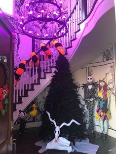 Halloween Christmas Tree, Nightmare Before Christmas Tree, Cool Christmas Trees, Christmas Room, Fall Halloween, Halloween Party, Christmas Ideas, Christmas Crafts, Jack Skellington