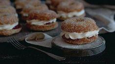 Näitä donitseja ei tehdä uppopaistamalla, vaan ne valmistuvat uunissa. No Bake Desserts, Vegan Desserts, Healthy Treats, Cake Cookies, Deli, Baking Recipes, Baking Ideas, Food Inspiration, Sweet Tooth