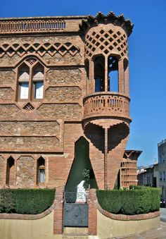 Brick Architecture, Vernacular Architecture, Amazing Architecture, Brick Art, Brick Construction, Unusual Buildings, Archi Design, Antoni Gaudi, Brick Patterns