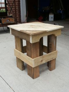 Pallets Wood IMG 20130529 142027 Pallet End Table in pallet garden pallet furniture pallet outdoor project with Table Outdoor - Needed a couple of end tables for a bunch out on the front porch. After deconstructing a couple of wooden …