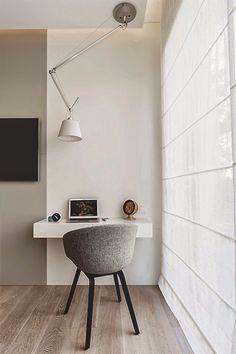blat w sypialni, w bieli, szarości lub drewnie, z szufladą ?