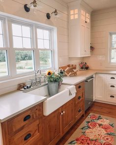Summertime Kitchen Vibes 🌻 🌻 I'm excited to break out our floral kitchen runner … Kitchen Inspirations, Lake House Kitchen, Home, Townhouse Interior, Shiplap Kitchen, Kitchen Remodel, Kitchen Decor, Rustic Kitchen Cabinets, Home Kitchens